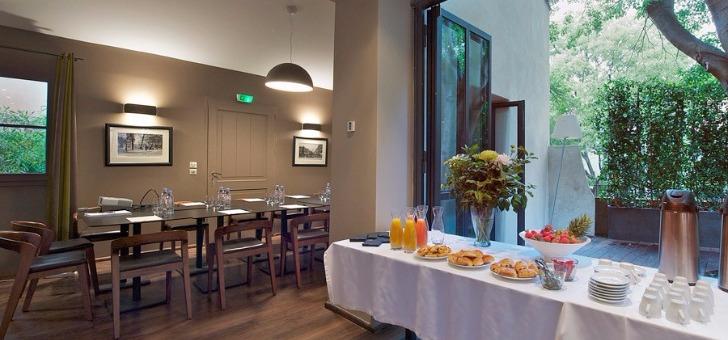 cadre-soigne-decoration-harmonieuse-et-de-qualite-pour-restaurant-petit-jardin-a-montpellier