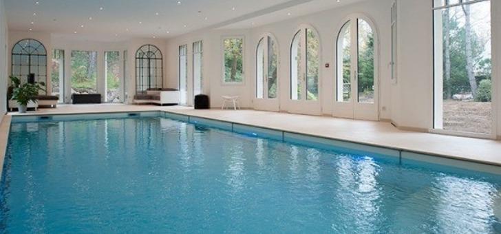 piscine-spacieuse-et-couverte