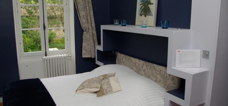 teintes-murales-bleues-conferent-a-chambre-d-o-620-un-esprit-tres-cosy-et-de-quietude