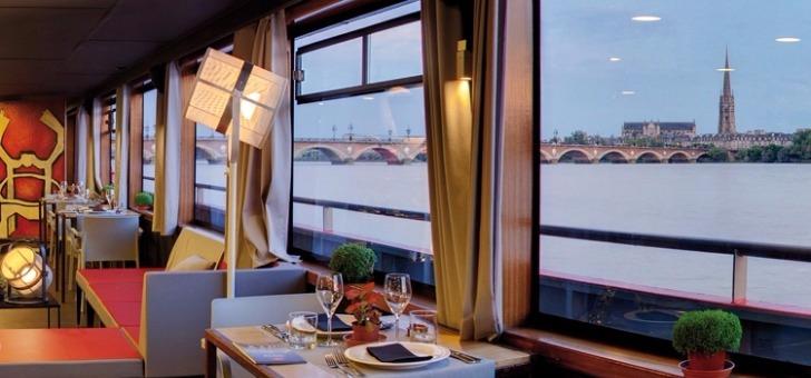 diner-croisiere-avec-bateau-restaurant-bordeaux-river-cruise-quai-des-chartrons-a-bordeaux-experience-culinaire-unique-decouvrir-terroir-et-estuaire-de-gironde