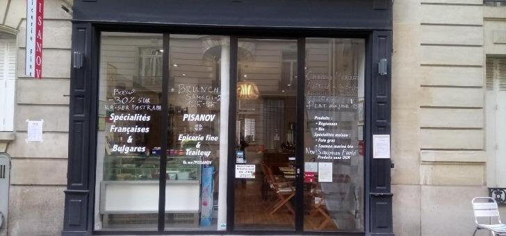 restaurant-pisanov-a-paris-facade-baie-vitree-du-restaurant-boutique