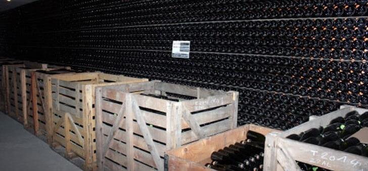 vins-entreposes-dans-cave