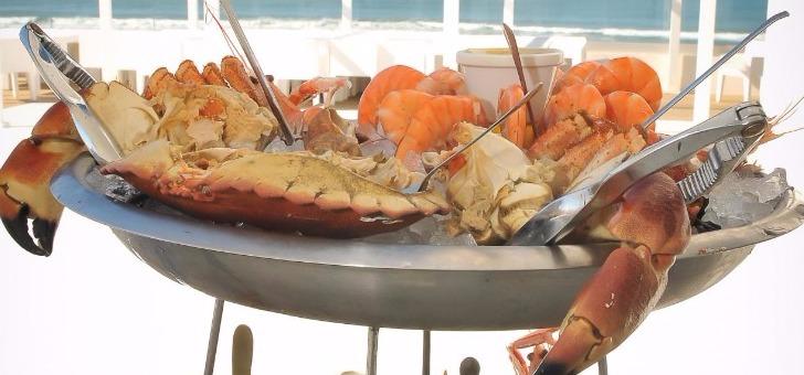 homard-entierement-decortique-roti-beurre-et-epices-grand-hotel-plage-biscarossse-1-etoile-michelin