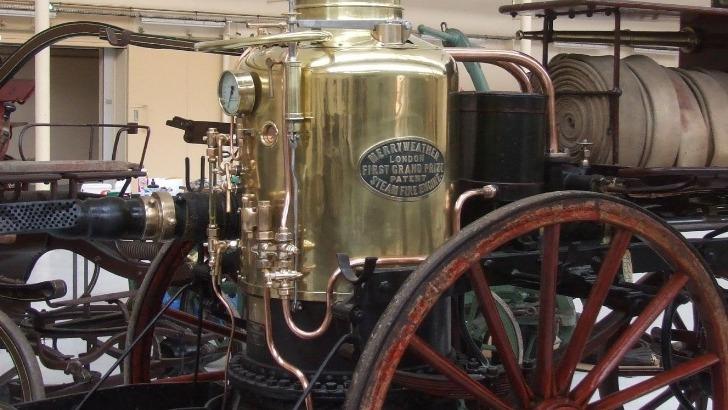 une-pompe-a-vapeur-de-conception-anglaise-modele-a-rafle-de-nombreux-prix-des-2eme-moitie-du-19e-siecle