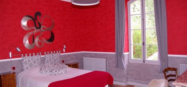 chambre-anthocyane-allie-anciennete-de-demeure-a-modernite-des-elements