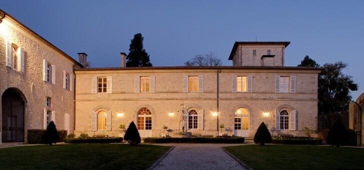 facade-du-chateau-soiree