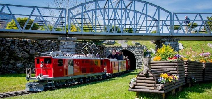 swiss-vapeur-parc-comprend-egalement-de-sublimes-ouvrages-ferroviaire-comme-des-ponts-des-viaducs-et-des-tunnels