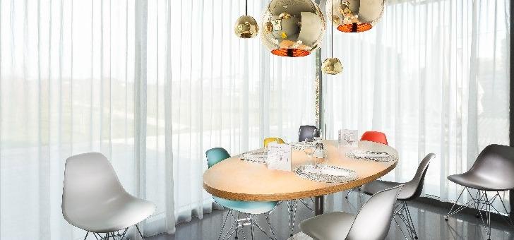 une-belle-table-pour-un-repas-de-groupe