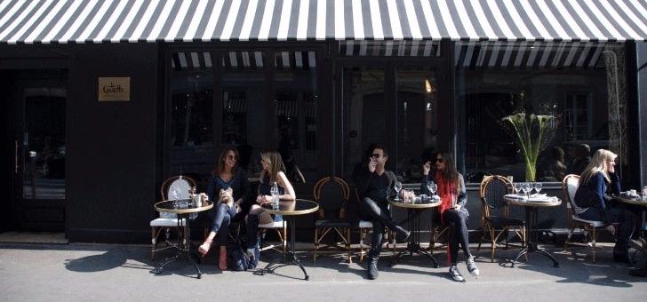 terrasse-du-restaurant-gazette-a-paris-dans-16eme-arrondissement-a-proximite-de-rue-pergolese-et-de-avenue-de-grande-armee
