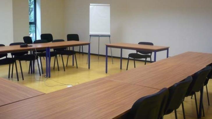 academie-europeenne-des-medecines-naturelles-a-saint-etienne-salle-de-cours-pouvant-accueillir-une-vingtaine-d-apprenants