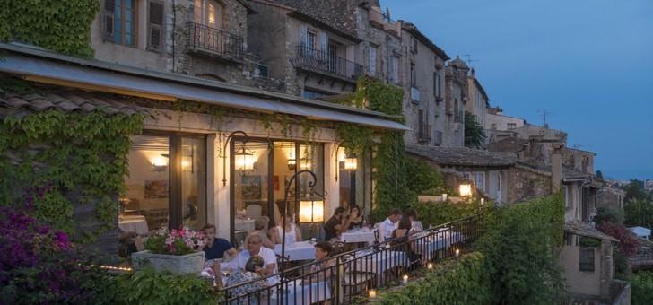 vieille-batisse-datant-xiiie-siecle-chateau-cagnard-a-su-conserver-son-charme-medieval-provencal-envoute-passionnes-d-art-et-histoire