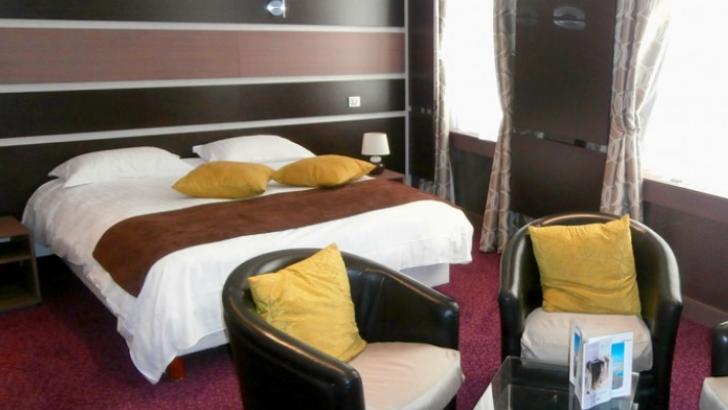 hotel-borel-plus-de-48-chambres-spacieuses-des-chambres-simples-doubles-et-des-chambres-accessibles-aux-personnes-a-mobilite-reduite