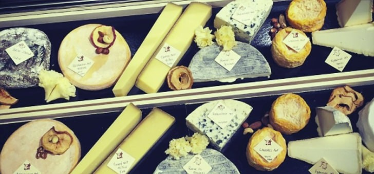 fromagerie-deruelle-toutes-regions-de-france-sont-representees-a-travers-fromages-proposes