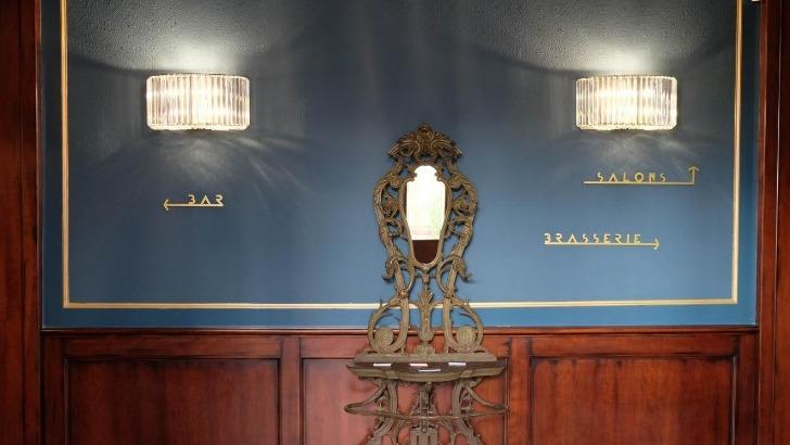restaurant-philosophes-prone-convivialite-entre-amis-a-travers-sa-brasserie-son-bar-a-vins-et-champagne-et-ses-salons