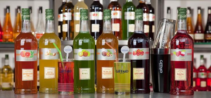 une-large-gamme-de-liqueurs-et-de-sirops