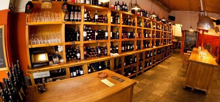soleil-rouge-a-geneve-plus-de-400-vins-a-disposition-des-epicuriens