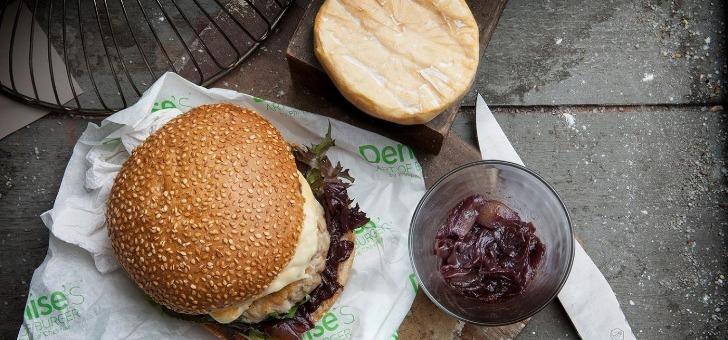 steak-de-poulet-fermier-du-domaine-du-nant-d-avril-tomme-genevoise-chutney-d-oignons-au-gamaret-de-geneve