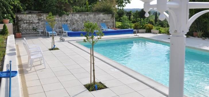 hotel-pigeonnier-du-perron-a-availles-chatellerault-piscine-exterieure-chauffee-ouverte-de-mi-mai-a-debut-octobre