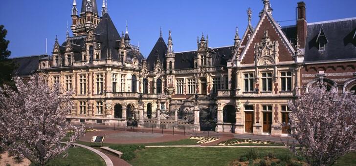 un-majestueux-palais-ne-au-xixeme-siecle