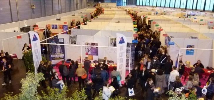un-hall-dedie-aux-expositions