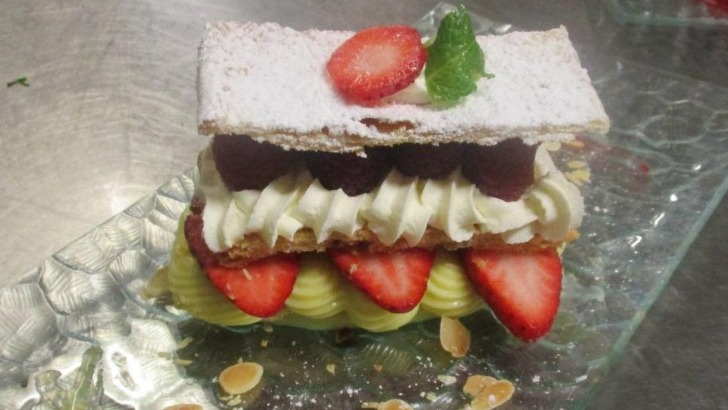 auberge-de-ferme-a-jussy-incontournable-millefeuille-un-dessert-gourmand-et-fruite