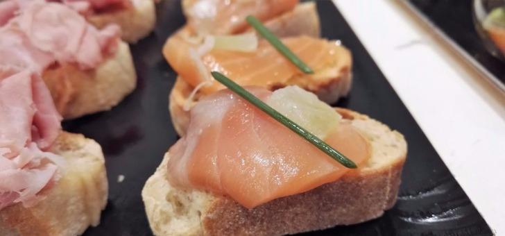 amuse-bouche-a-base-de-produits-locaux-prepare-au-restaurant-traiteur-xavier-gourmet-au-puy-velay