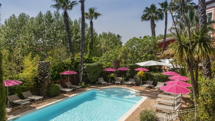 hotel-arena-a-frejus-piscine