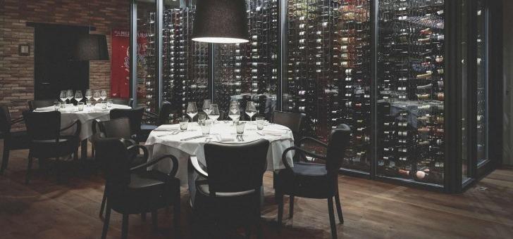 chez-philippe-pouvez-consulter-carte-des-vins-version-papier-live-reperer-au-contact-de-notre-reserve-vitree-cru-de-votre-choix