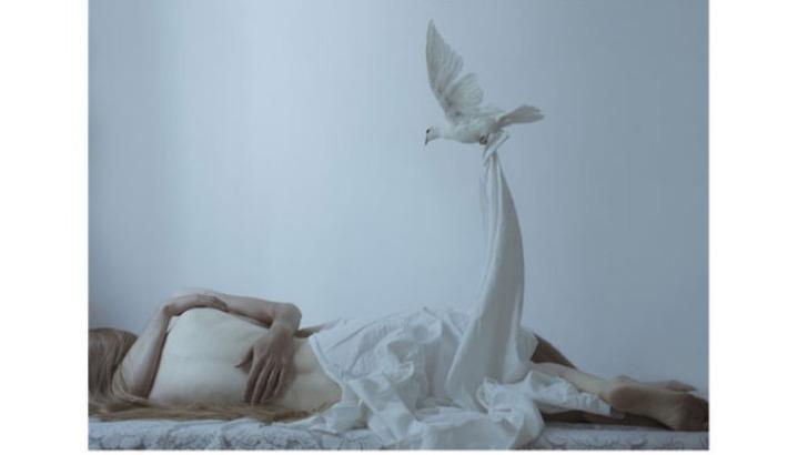 galerie-de-est-photographie-de-serie-lovers-amants-realisee-par-laura-makabresku-artiste-plasticienne-et-photographe-polonaise
