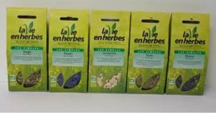 sacree-nature-et-bio-a-quimperle-un-espace-dedie-aux-thes-et-infusions-sur-conseils-d-une-conseillere-certifiee-de-ecole-des-plantes-de-paris
