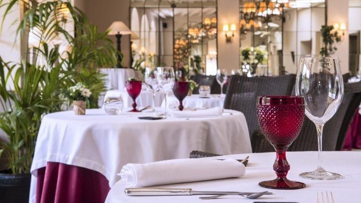 restaurant-gastronomique-du-chateau-de-courban-endroit-indique-pour-une-experience-culinaire-unique-un-espace-de-98-m2-avec-une-capacite-de-200-couverts-accueille-vos-receptions-seminaires-banquets