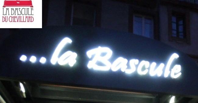 enseigne-de-nuit-du-restaurant-la-bascule-du-chevillard-a-toulouse-specialites-du-terroir-viandes-de-qualite