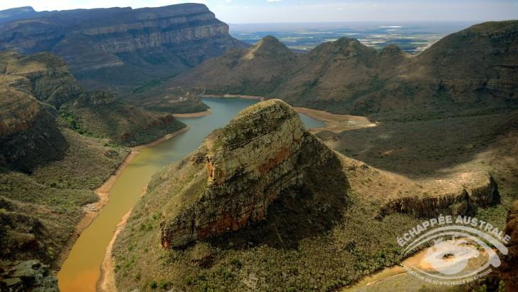 vue-sur-blyde-river-canyon-afrique-du-sud-troisieme-plus-grand-canyons-au-monde