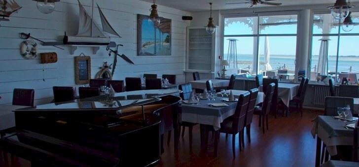 ambiance-et-deco-maritime-pour-restaurant-maison-sur-eau-a-barbatre-sur-ile-de-noirmoutier