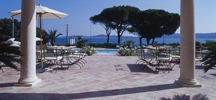 villa-rosiers-a-grimaud-terrasse-du-restaurant