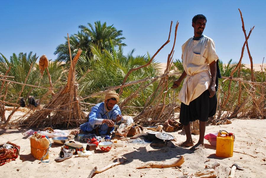 detours-mauritanie-maures-preparant-the