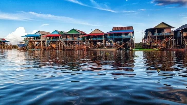 agence-seripheap-a-phnom-penh-des-sejours-uniques-ici-un-village-long-du-lac-tonle-sap