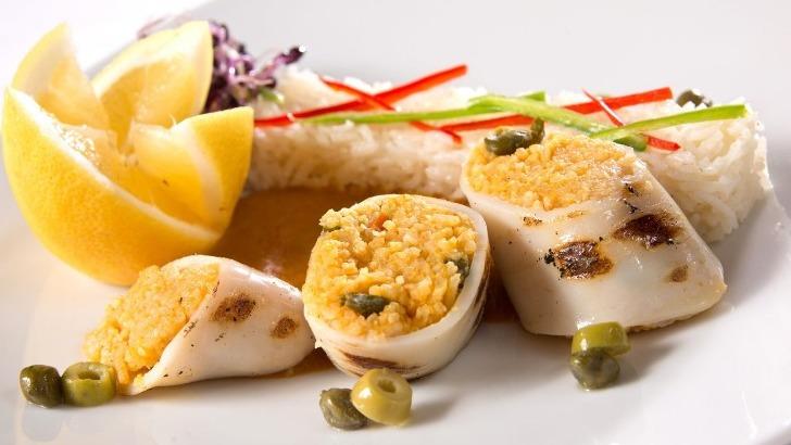 calamares-farcis-a-plancha-restaurant-jardins-de-medina