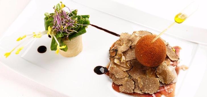 oeuf-sans-coque-avec-tartelette-aux-truffes