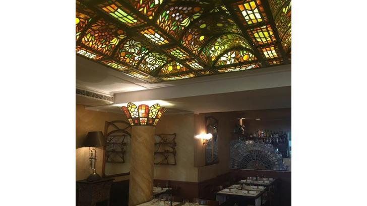 restaurant-bistrot-dumas-a-geneve-superbes-vitraux-conferent-aux-lieux-une-ambiance-intimiste
