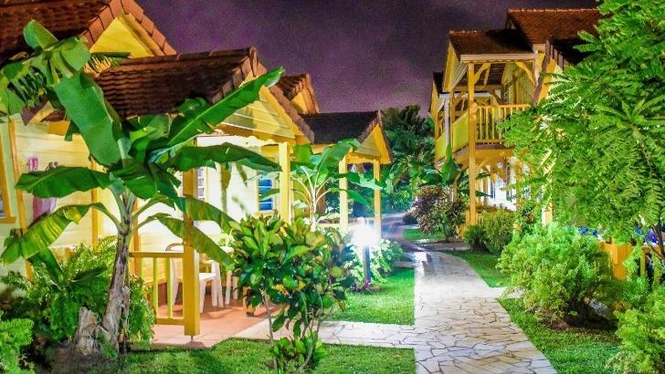 hotel-bambou-des-bungalows-specialement-amenages-pour-convenir-a-toutes-envies
