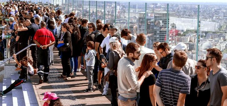 14-juillet-un-piquenique-patriotique-suivi-d-un-bal-musette-a-permis-d-accueillir-des-centaines-de-personnes-sur-pont-promenade-pour-offrir-plus-belle-vue-du-defille-aerien-et-soiree-feux-d-artifices-du-grand-paris