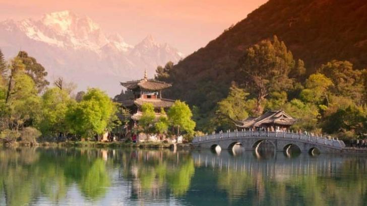 parc-de-etang-du-dragon-noir-lijiang-yunnan