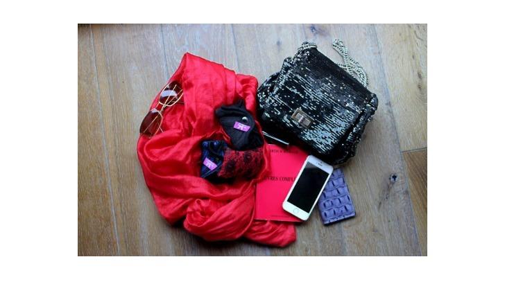 des-serviettes-tendances-chic-rouge-et-noir