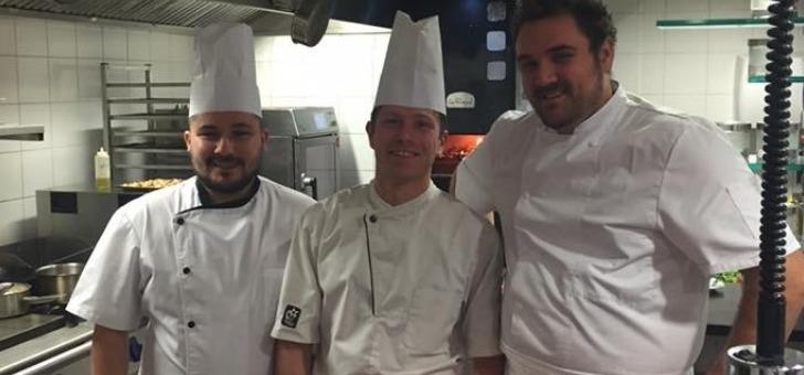chef-et-cuisiniers-du-restaurant-maison-gambert-a-veaunes
