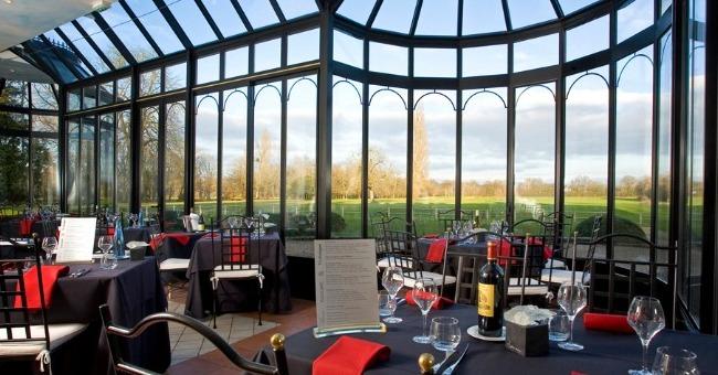 chef-concocte-veritables-festins-deux-restaurants-du-chateau-des-sept-tours