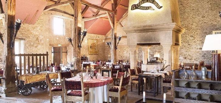 restaurant-grange-aux-dimes-a-wissous-avec-ses-12-m-sous-plafond-etablissement-est-un-endroit-depaysant-et-plein-de-charme