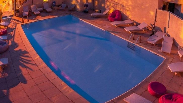 hotel-capo-d-orto-piscine-au-crepuscule