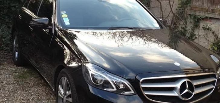 panoplie-de-services-a-bord-d-une-voiture-de-luxe