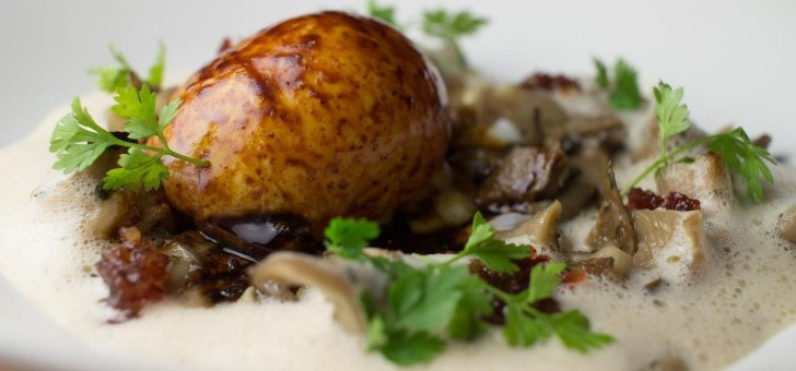 restaurant-chamarre-montmartre-a-paris-voyage-culinaire-aux-quatre-coins-du-monde